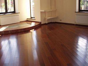 Как обновить деревянный пол: полировка и вощение