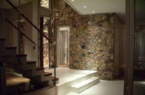 Как сделать отделку прихожей декоративным камнем