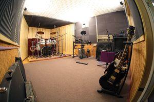А как сделать звукоизоляцию в комнате?