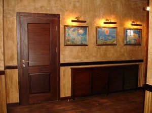 Как правильно покрасить деревянную дверь