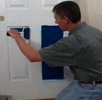Как своими силами правильно покрасить деревянную дверь