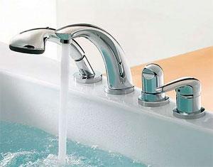 Какой смеситель лучше установить на бортик ванны