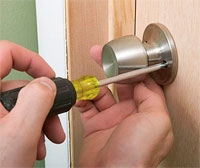 Самостоятельная установка ручки в дверь