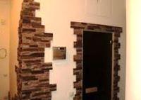 декоративный камень вокруг двери