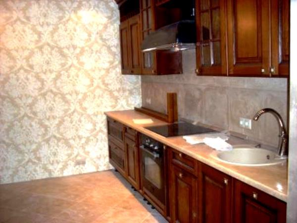 фото кухни с бумажными обоями