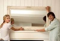 как повесить зеркало в прихожей