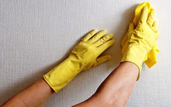 чистка тканевых обоев