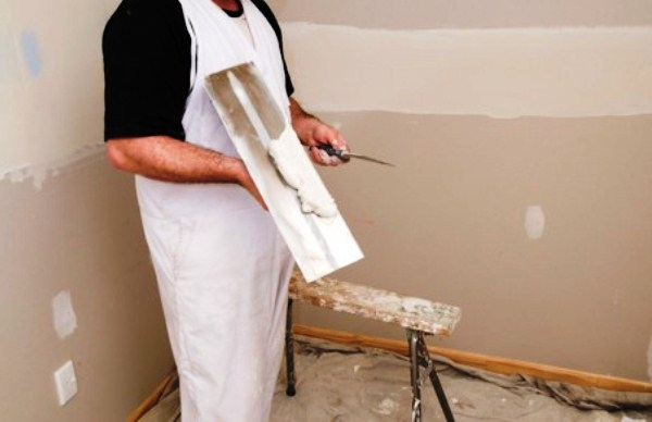 подготовка стен к поклейке флизелиновых обоев
