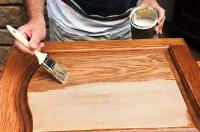 чем покрасить деревянные двери