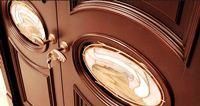 покраска филенчатых дверей
