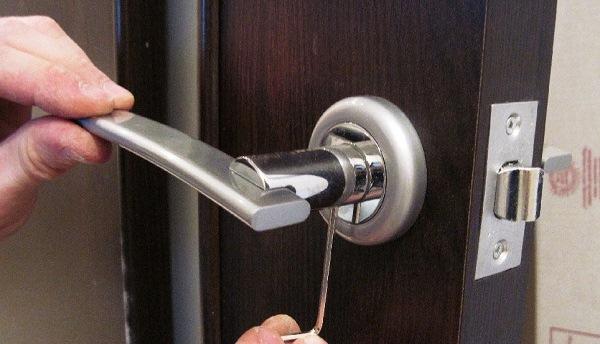 Врезка замка на межкомнатную дверь своими руками