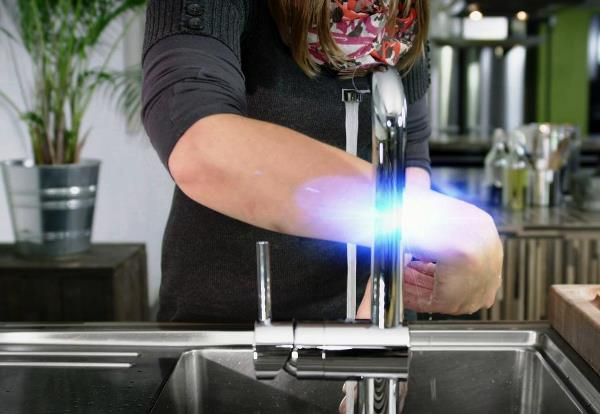 сенсорный смеситель для кухни 8