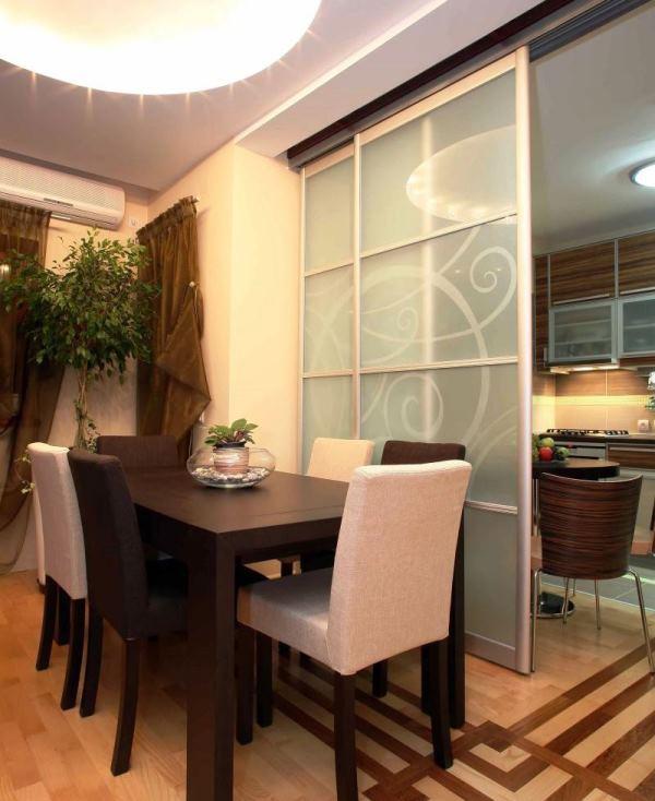 стеклянные перегородки в интерьере квартиры фото