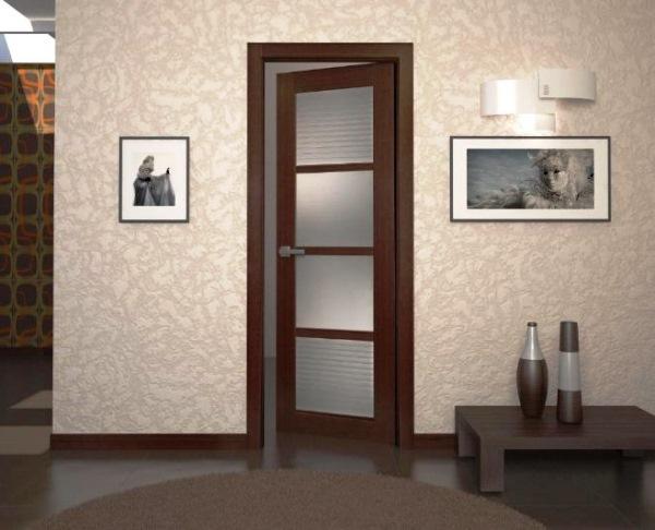 сочетание дверей и обоев