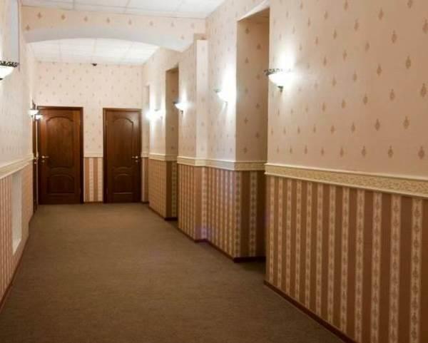 комбинирование обоев в коридоре фото