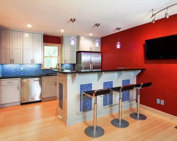 красные обои на кухне фото
