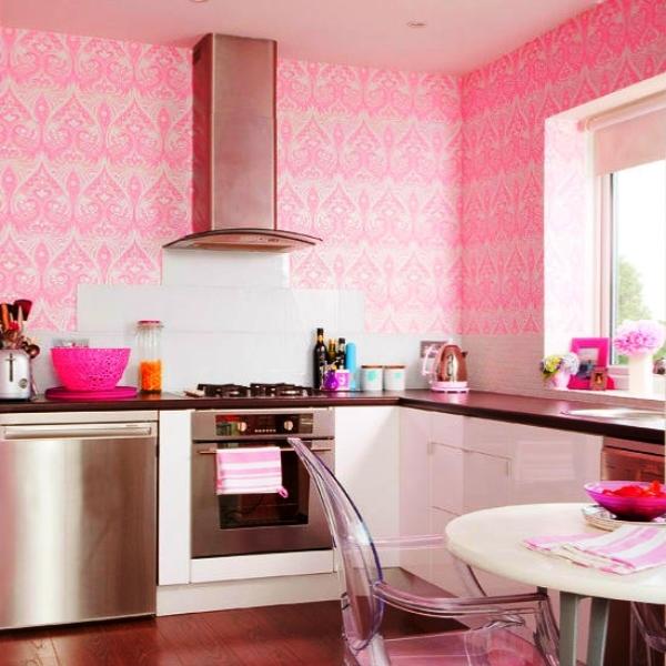 розовые обои на кухне фото