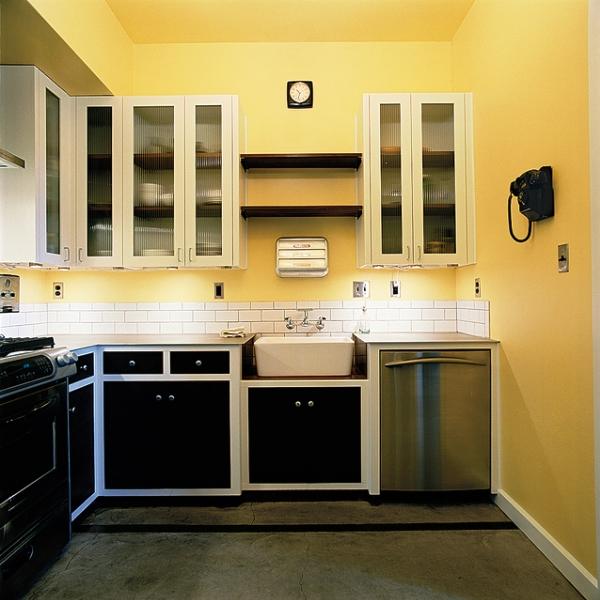 желтые обои на кухне фото