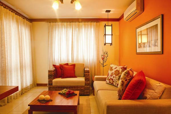 шторы под оранжевые обои фото