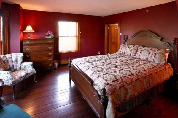 бордовые обои в спальне фото 2