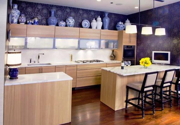 яркие обои на кухне фото