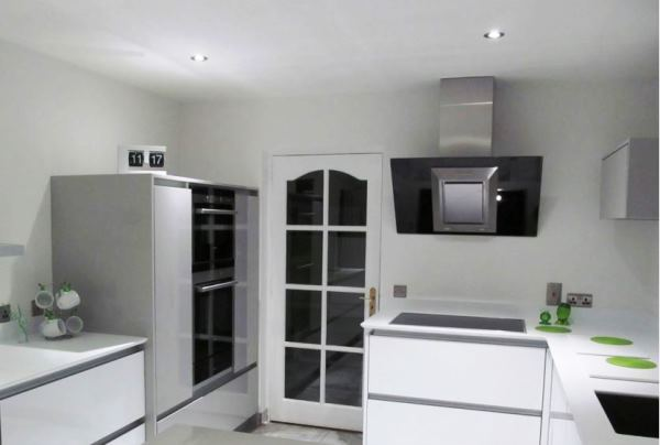 наклонная вытяжка в интерьере кухни фото 2