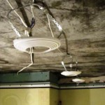 установка светильников в натяжной потолок